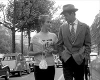 製作時28歳だったジャン・リュック・ゴダール監督の長編デビュー作。その後も、ヌーベルバーグの旗手として「気狂いピエロ」などの作品を発表した。デジタルリマスター版が新宿K's cinemaほかで全国順次公開中