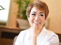 「星組は土台がしっかりしていたので、 安心して身を委ねられた」と話す北翔海莉(ほくしょうかいり)=兵庫県宝塚市で、川平愛撮影
