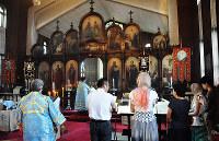土曜夕方の祈りの時間。聖堂内は厳かな空気に包まれる