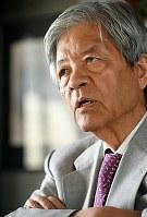 「前回の都知事選では、当選した舛添要一さんらは都政の問題を語っていた。今回は、(主要候補の)3人とも都政への思い入れはあまり感じられず、政策に関する議論は盛り上がらなかったね」と振り返る田原さん=東京都千代田区で2016年8月4日午後2時25分、竹内紀臣撮影