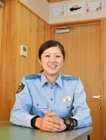 女性警察官だけの高知駅前交番の所長の吉田麻美さん=松原由佳撮影