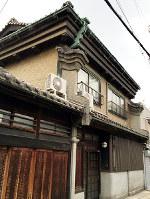 うだつのある「はり円」の建物=大阪市福島区野田で、松井宏員撮影