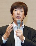 毎日21世紀フォーラムで講演する高田明・ジャパネットたかた前社長=大阪市北区のホテルグランヴィア大阪で2016年8月25日午後、平川義之撮影