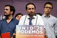 スペイン総選挙の結果を受け、演説するポデモスのイグレシアス党首=マドリードで6月26日、ロイター