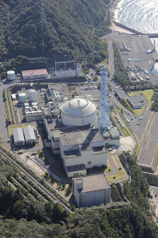 The Monju fast-breeder reactor in Fukui Prefecture is seen in this photo taken from a Mainichi Shimbun helicopter. (Mainichi)