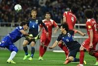 最終予選突破へ本田(左から2人目)、岡崎(右下)ら海外組の活躍が期待される=埼玉スタジアムで3月29日、宮間俊樹撮影