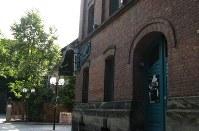 シュタイングレーバーのピアノ工場=ドイツ・バイロイトで、梅津時比古撮影