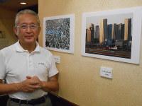 木造住宅の密集地や高層マンション群をとらえた倉持さんの写真展=江東区亀戸のくらもち珈琲で