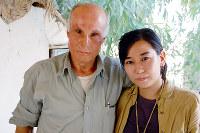 ドイツで焼身行動をしたクルド人男性と。オランダで偶然出会い、その後イラクで再会した=イラク北部で2006年撮影
