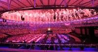 花火とともに始まったリオデジャネイロ・パラリンピックの閉会式=リオデジャネイロのマラカナン競技場で2016年9月18日、徳野仁子撮影
