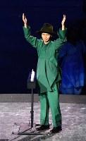 フラッグハンドオーバーのセレモニーに登場した桧山晃さん=リオデジャネイロのマラカナン競技場で2016年9月18日、徳野仁子撮影