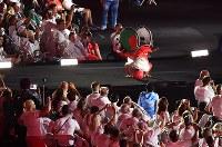 車いすのパフォーマーも登場し盛り上がった閉会式=リオデジャネイロのマラカナン競技場で2016年9月18日、徳野仁子撮影