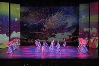 絹谷幸二の絵画を映像で採り入れた牧阿佐美バレエ団の「飛鳥」より=写真家、鹿摩隆司撮影