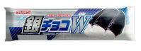 売り上げの一部を熊本県に寄付する銀チョコW=フジパン提供