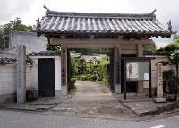 山内家の菩提寺である真如寺=高知市で、植田憲尚撮影