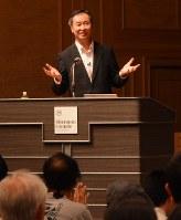 聴講者の質問に答える梶田さん