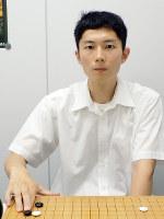 「集中力を高めてもっと活躍したい」と話す河英一六段=大阪市中央区の関西棋院で、新土居仁昌撮影