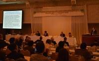放射線と健康についての福島国際専門家会議。国内外から集まった専門家が甲状腺がんについて発表した=福島市太田町で