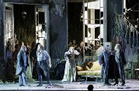 「湖の女」。中央はエレナ役のサロメ・イーシャ(C)Studio Amati Bacciardi.