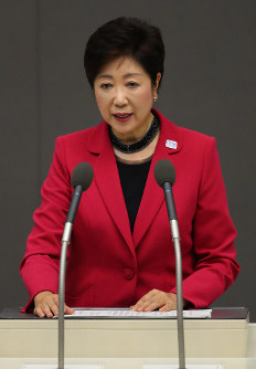 Tokyo Gov. Yuriko Koike delivers a policy speech in Tokyo's Shinjuku Ward on Sept. 28, 2016, as the regular session of the Tokyo Metropolitan Assembly kicked off. (Mainichi)