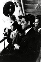 1933年4月、群衆の歓呼に迎えられ、国際連盟総会から帰国した首席全権・松岡洋右