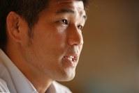 毎日新聞のインタビューに応じる井上康生・柔道全日本男子監督=2016年9月10日、小川昌宏撮影