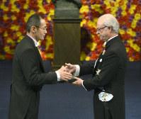iPS細胞を作ったと発表した山中さんは2012年、ノーベル賞の医学生理学賞を受賞しました(代表撮影)