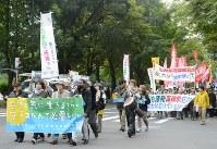 反原発を訴えるデモ行進が行われた