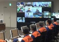 県の原子力防災訓練で実施されたテレビ会議。システム不具合で一部自治体だけ画面が真っ黒になるトラブルがあった=福島市杉妻町で