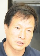 インタビューに答える李相哲さん=滋賀県大津市の龍谷大で2016年9月16日午後3時40分、棚部秀行撮影
