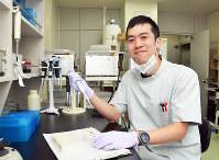 「鑑定は冷静に、ハートは熱く持っていたい」と語る伊藤寛人さん=和歌山市西の鑑識科学センターで、最上和喜撮影