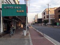 かつてのパラダイス通り。かつての商店街の面影は、市岡グランドビル名店街のアーケードに残る=大阪市港区磯路3で2016年10月15日、松井宏員撮影