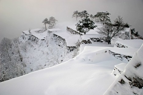 Glimpses of Japan: The four seasons of Takeda Castle (4)
