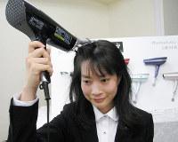 シャープが発売するプラズマクラスタースカルプエステ=大阪市北区で2016年10月20日、久野洋撮影