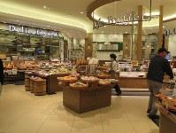 昨年12月オープンの「ライフ セントラルスクエア押上駅前店」。量り売りや注文に応じる揚げ物コーナーなど、総菜売り場はバラエティーに富んでいる