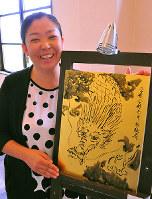 英国式庭園内のギャラリー「ギャルリーオー」代表の加藤晶子さん=大津市で、田中将隆撮影