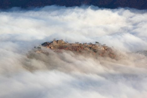 Glimpses of Japan: The four seasons of Takeda Castle (10)