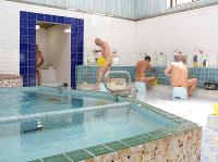 熱めの湯にこだわる東浜温泉=徳島県鳴門市撫養町南浜で、河村諒撮影
