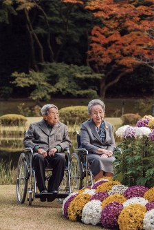 Prince Mikasa and Princess Yuriko are seen in the garden at the Akasaka Estate on Nov. 16, 2015. (Photo courtesy of the Imperial Household Agency)