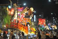 今年の新庄まつりの様子=新庄市中心部で8月24日