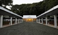 三笠宮さまの斂葬の儀が行われる豊島岡墓地=東京都文京区で2016年11月3日午後4時49分(代表撮影)