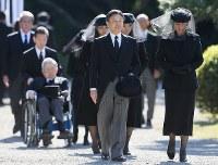 「斂葬の儀」に参列される皇太子ご夫妻=東京都文京区の豊島岡墓地で2016年11月4日午前9時33分、佐々木順一撮影