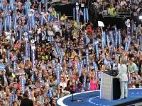 党大会で受諾演説をするヒラリー・クリントン氏=米ペンシルベニア州フィラデルフィアで2016年7月28日、長野宏美撮影