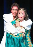 身分違いの恋の行方は……=兵庫県宝塚市の宝塚大劇場で、山田哲也撮影