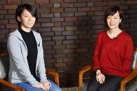 パラバドミントンの豊田(右)と空手の山田。東京大会で採用される競技で、ともに大舞台を目指す=内藤絵美撮影