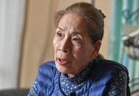 Yoko Nakano raises questions about the government's policy of reactivating idled nuclear plants and exporting nuclear technology as she speaks to a Mainichi Shimbun reporter in Fukutsu, Fukuoka Prefecture, on Nov. 1, 2016. (Mainichi)