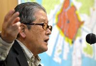 Hiroshima A-bomb survivor Keisaburo Toyonaga speaks to elementary school students in Hiroshima's Naka Ward on Nov. 11, 2016. (Mainichi)
