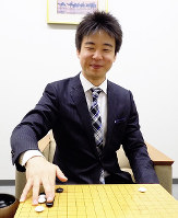 「大好きな碁の勉強をずっと続けていきたい」と話す吉川一二段=大阪市北区の日本棋院関西総本部で、新土居仁昌撮影