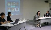毎日女性会議で自ら情報発信する大切さを語る入江さん(右から2人目)=千代田区一ツ橋1の毎日ホールで