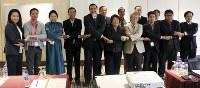 アジア・マイクロサテライト・コンソーシアムの設立を祝う関係者=北海道大提供